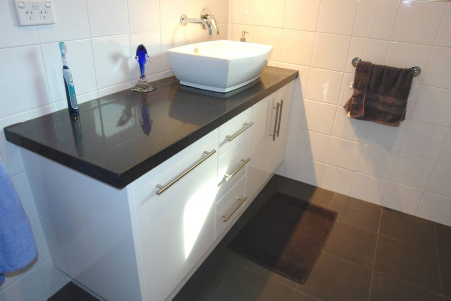 This is an example of a modern bathroom in Hobart