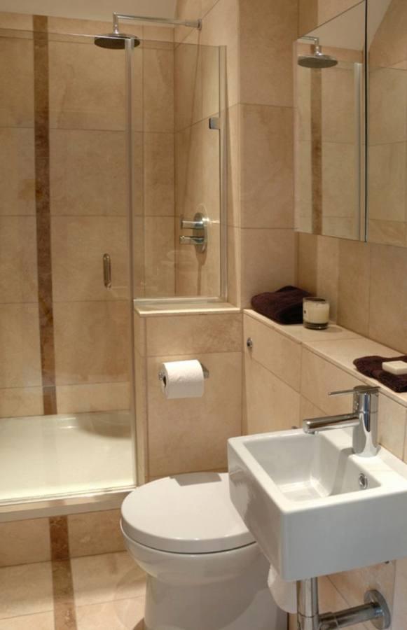 Small bathroom ideas pedestal sink, beadboard Benjamin Moore Ocean Air, blue paint colour, medicine cabinet shower curtain