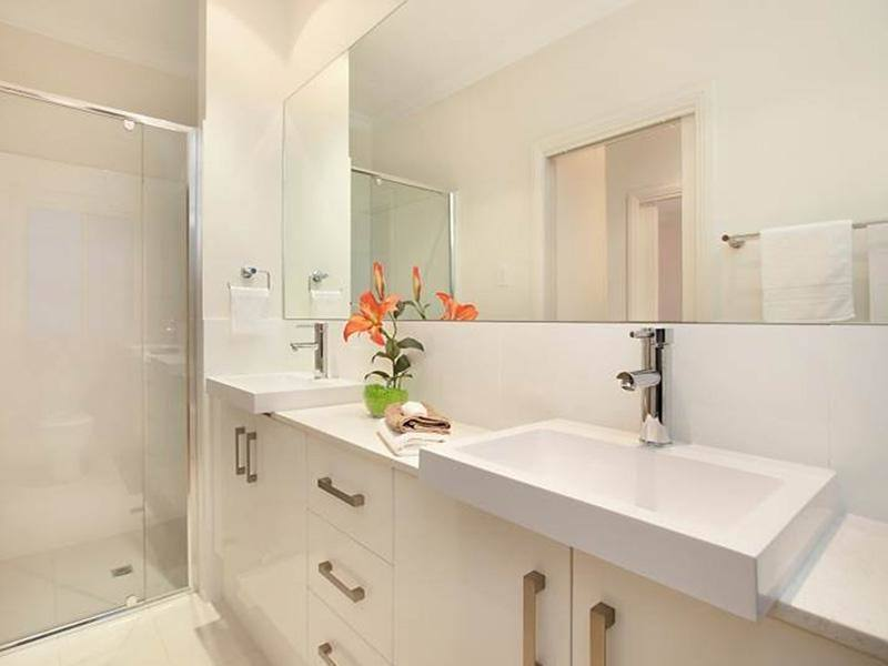 Inspiration for a scandinavian bathroom in Adelaide