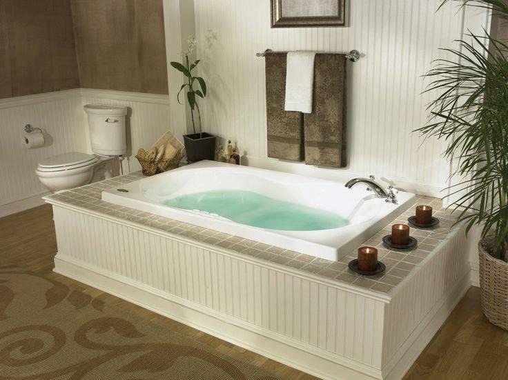 Jacuzzi tub with porcelain tile surround