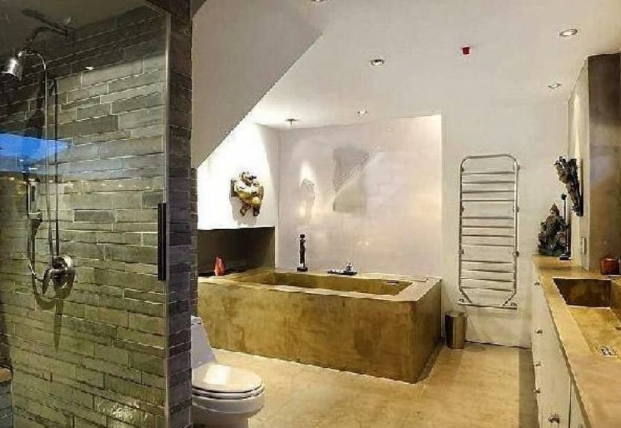 52 Cool And Smart Attic Bathroom Designs   ComfyDwelling