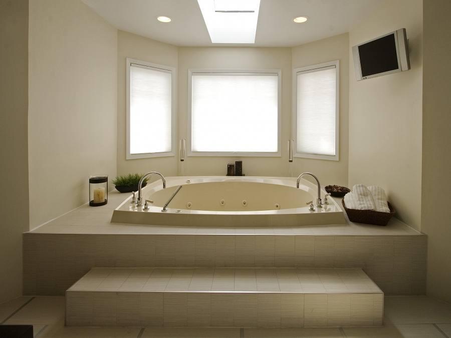 Small Bathroom Tubs For Small Bathrooms
