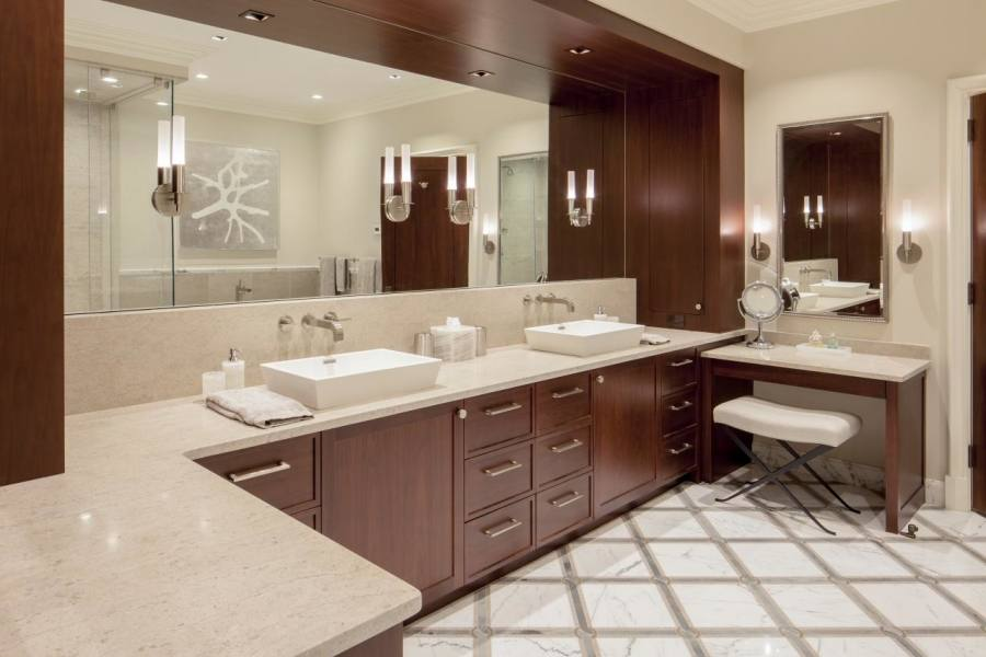 Who ever said a small bathroom cannot be beautiful and functional? Here are some examples of small bath rooms, that are beautifully displayed with their own