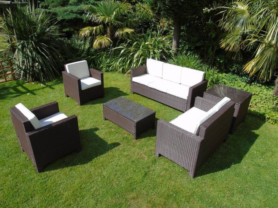 Tough colourful POLYWOOD® furniture from the US, now available in the UK