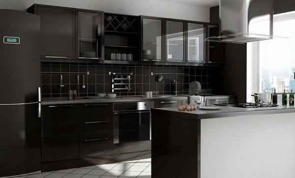 El fregadero, el frigorífico, y el horno es acero inoxidable