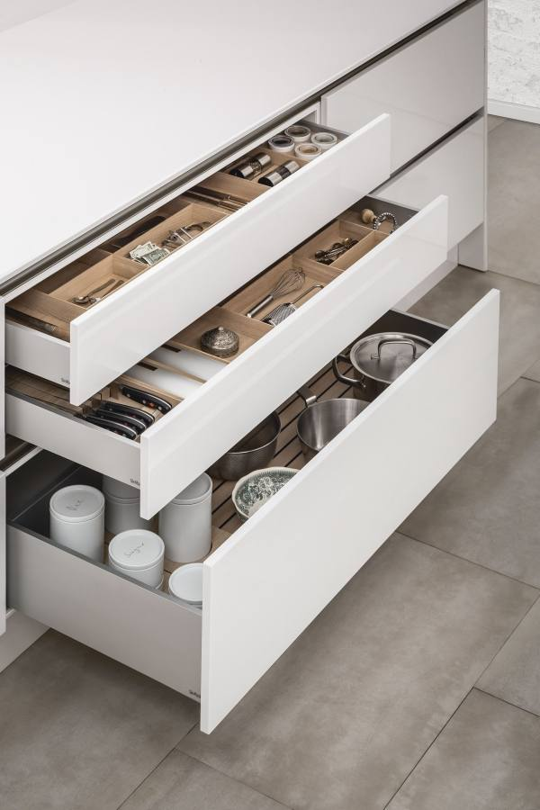 Kitchen drawers efficiently holding dishes, in a photo from IKEA