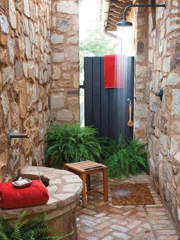 Farmhouse Style: outdoor bathroom for the pool