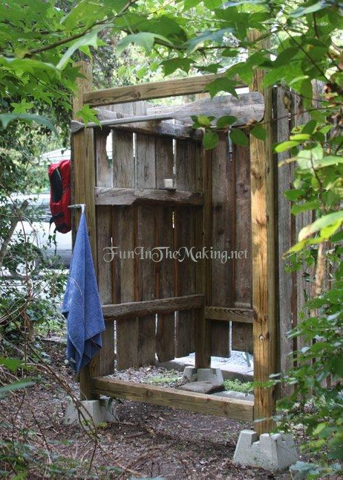 There's nothing like standing under the cool, cleansing flow of an outdoor shower set amid natural surroundings