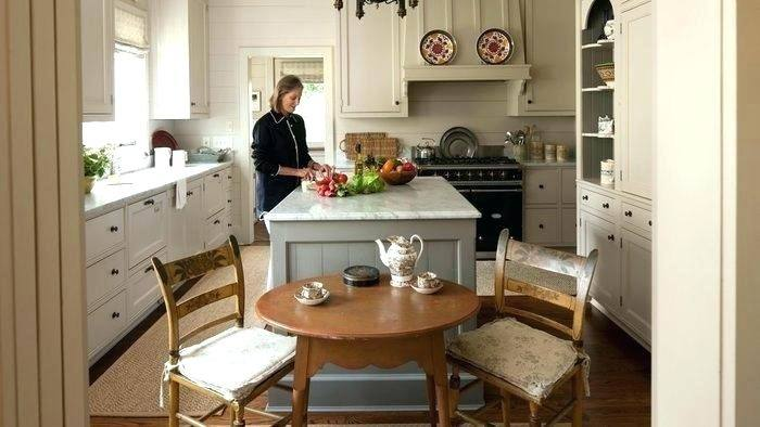 Marianne Jones: Gorgeous dining room nook off of living room