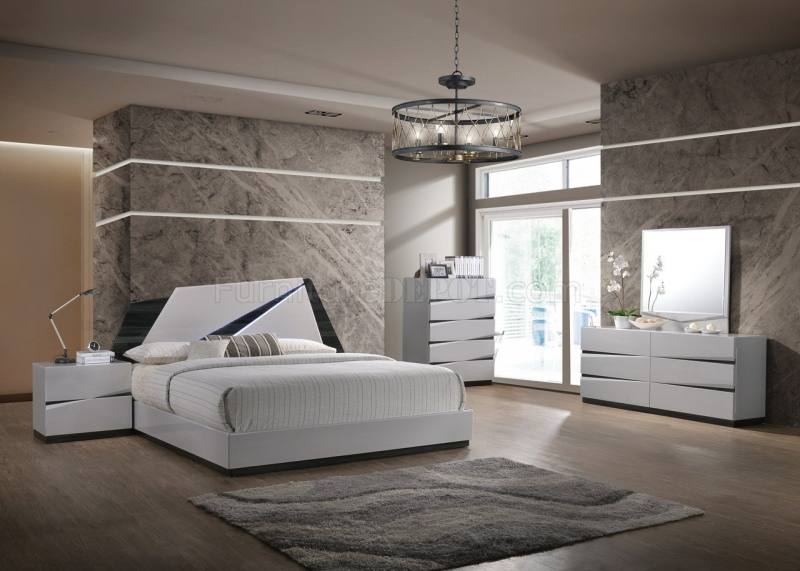 Chad Grey Queen 4 Piece Bedroom Set (Qty: 1) has been successfully added to  your Cart