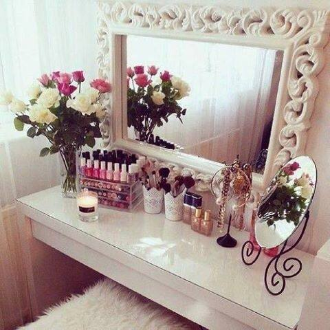 small bedroom vanity table