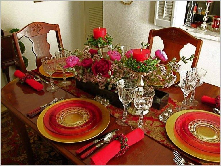 Beautiful White and Red Christmas Dinner Table  Decorations